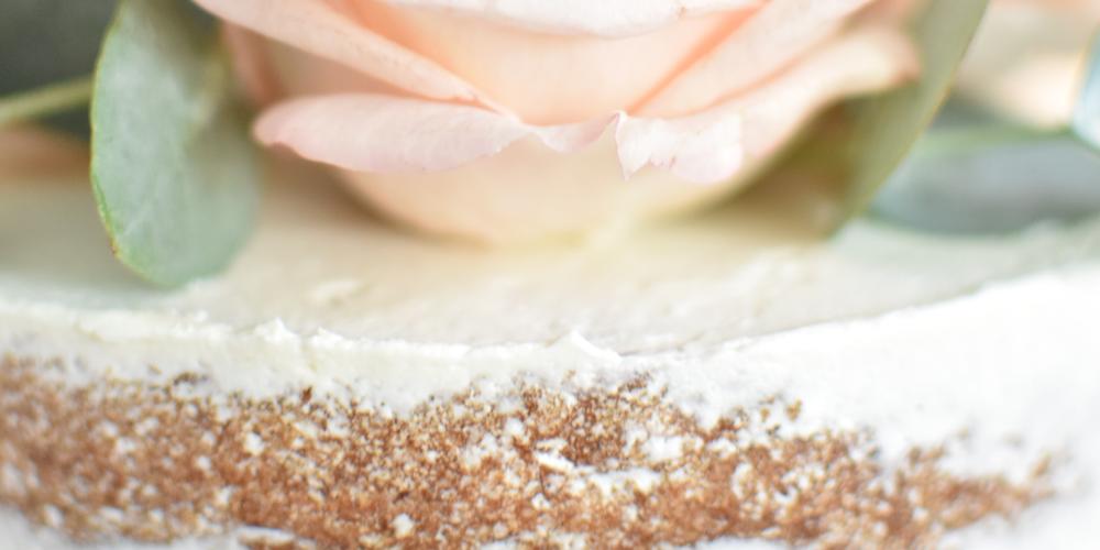 Fleurs fraîches ou fleurs en sucre ? Comment choisir ?